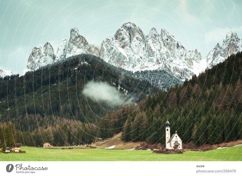 Stoßgebet Himmel Natur grün Sommer Wolken Einsamkeit Wald Umwelt Landschaft Wiese Berge u. Gebirge Religion & Glaube klein Klima außergewöhnlich Kirche