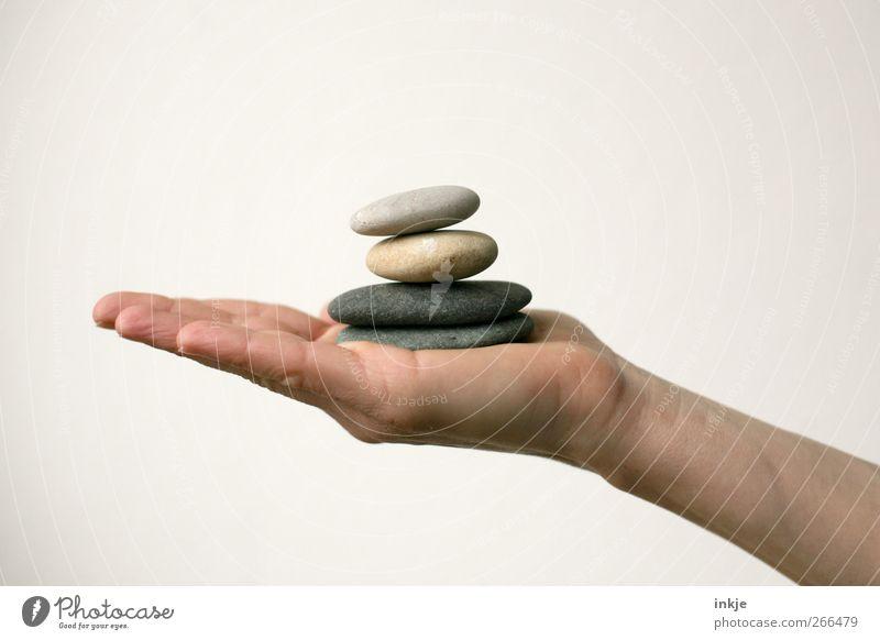 Tiefstapeln Hand ruhig Erholung Gefühle Stein Stimmung Zufriedenheit Freizeit & Hobby Erfolg Turm rund festhalten Konzentration Gelassenheit Kontrolle