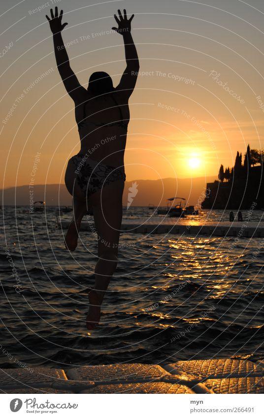 Ohrid II Mensch Jugendliche Ferien & Urlaub & Reisen Sonne Meer Sommer Strand Freude Erwachsene Ferne feminin Freiheit Küste springen See Horizont