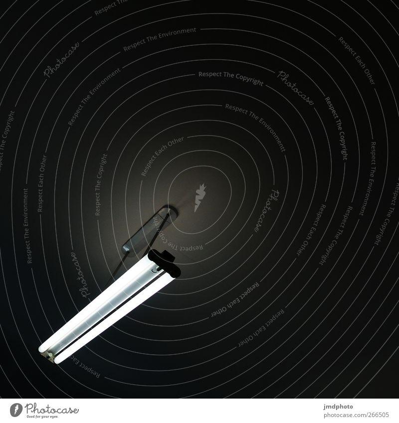 Neonlicht im Dunkeln Häusliches Leben einrichten Innenarchitektur Lampe Raum Nachtleben Technik & Technologie Energiewirtschaft Angst Kunstlicht kalt Neonlampe
