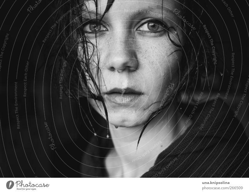 fönlos Mensch Frau Jugendliche schön Gesicht Erwachsene dunkel kalt feminin Gefühle Traurigkeit Stimmung Regen Angst nass Wassertropfen