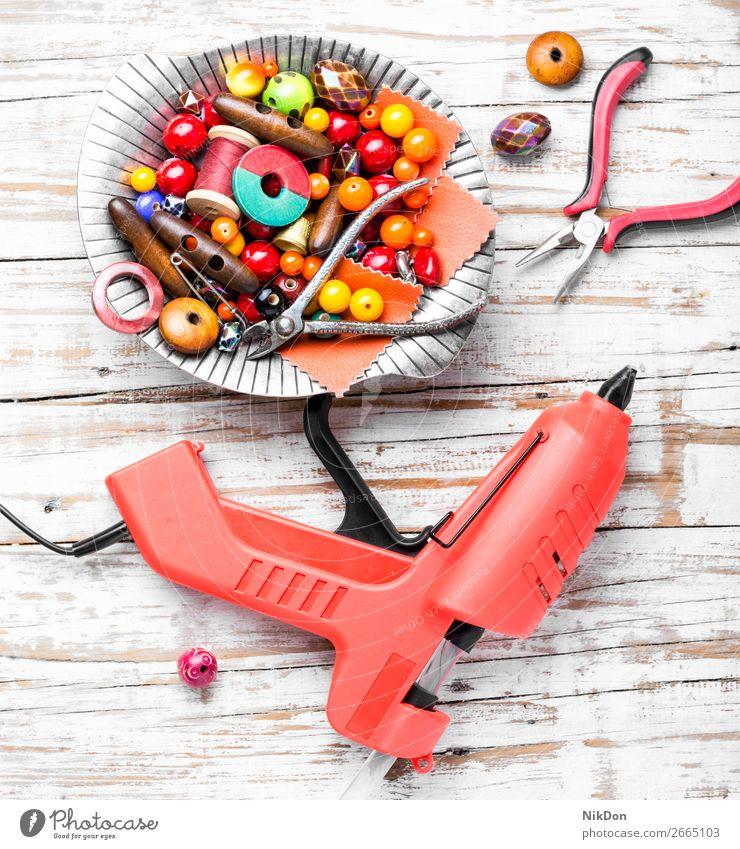 Perlen für Handarbeit Schmuck Wulst Leim handgefertigt Handwerk farbenfroh Mode Dekoration & Verzierung Design Lötkolben Halskette Kunst Frau schön Hobby