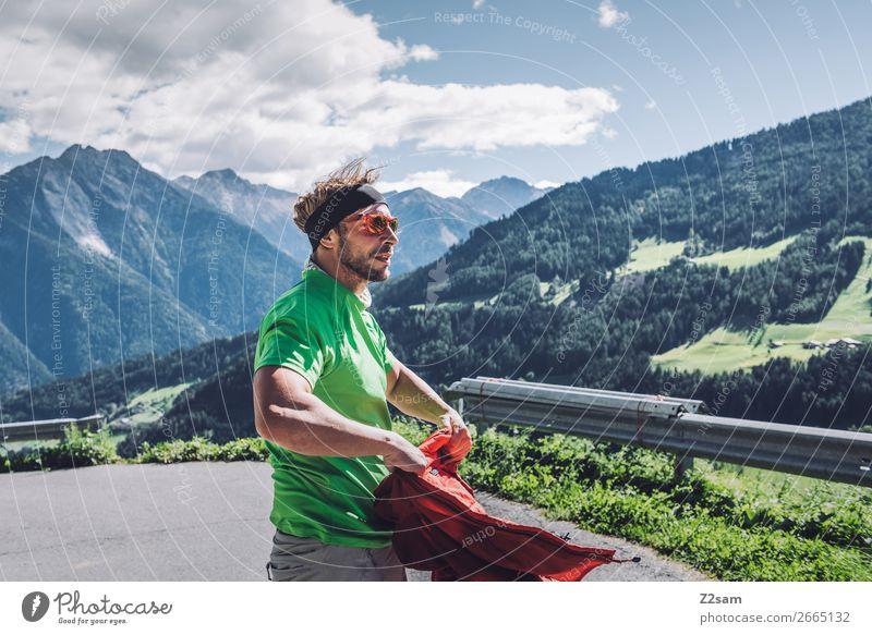 Junger Mann auf Fernwanderung Freizeit & Hobby Ferien & Urlaub & Reisen Abenteuer Expedition Sommerurlaub wandern Klettern Bergsteigen Jugendliche 18-30 Jahre