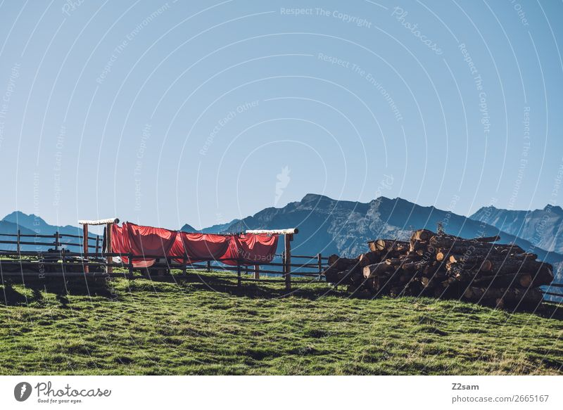 Wäscheleine auf dem Gipfel des Hirzer Berge u. Gebirge wandern Natur Landschaft Wolkenloser Himmel Sommer Schönes Wetter Wiese hoch nachhaltig natürlich blau