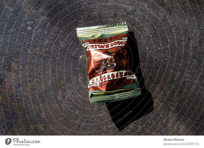 Überraschung | Geheimnis des Glücks ist gelüftet! Lebensmittel Keks Glückskeks Ernährung Essen Asiatische Küche Lifestyle kaufen Zufriedenheit Zettel Verpackung