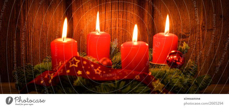 Weihnachten Adventskranz mit 4 brennenden Kerzen auf altem Holz Dekoration & Verzierung Weihnachten & Advent Fahne lang weich rot Stimmung Romantik