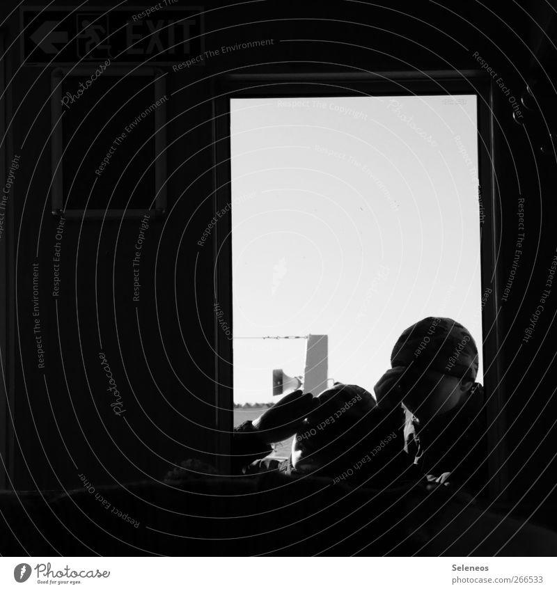 Neugier Mensch Kind Hand Winter Fenster Kopf Raum Hinweisschild beobachten Mütze entdecken