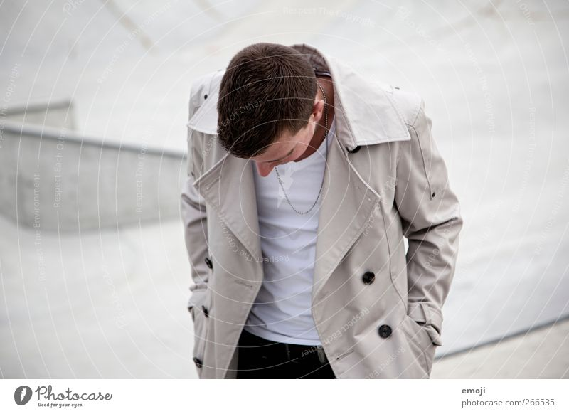 grau maskulin Junger Mann Jugendliche 1 Mensch 18-30 Jahre Erwachsene Mode Jacke trendy anonym Farbfoto Gedeckte Farben Außenaufnahme Textfreiraum links