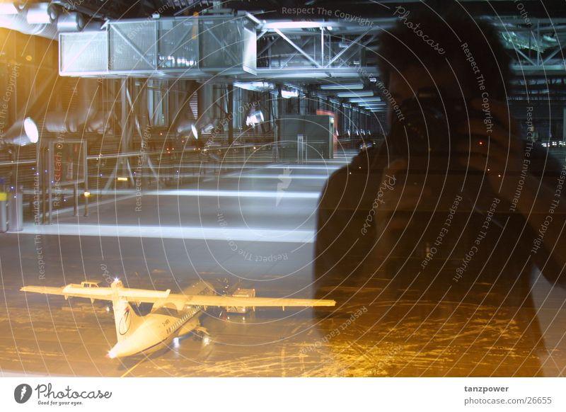 Spiegelung Mann Flugzeug Dresden Flughafen Selbstportrait Sachsen Mensch