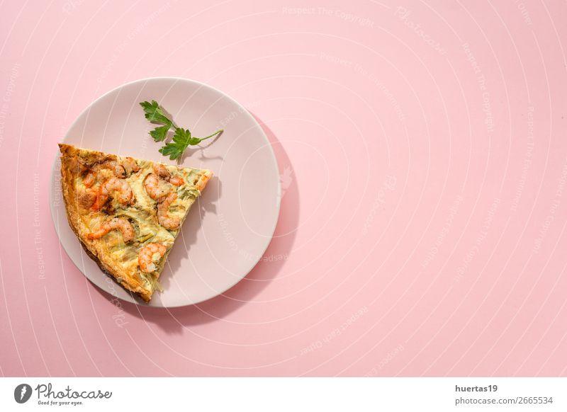 Hausgemachte Quiche aus Gemüse und Garnelen Lebensmittel Meeresfrüchte Mittagessen Abendessen Büffet Brunch Teller Gesunde Ernährung Fuß lecker rosa Tradition