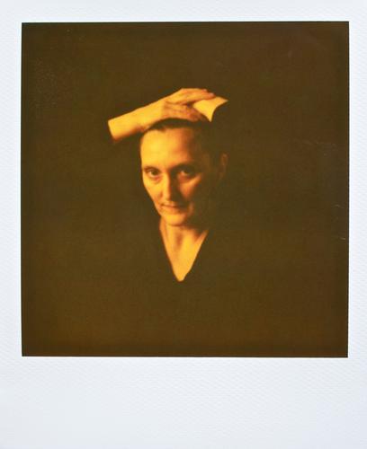 portrait of a lady. Mensch Frau Hand weiß Einsamkeit schwarz Erwachsene gelb feminin Leben Gefühle Haare & Frisuren Traurigkeit Raum Kraft Trauer