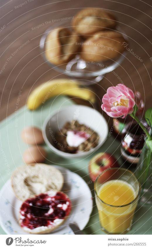 hallo neuer tag. Brötchen Marmelade Ernährung Frühstück Büffet Brunch Glas Lifestyle Gesunde Ernährung Leben Wohlgefühl Zufriedenheit trinken Holz Erholung