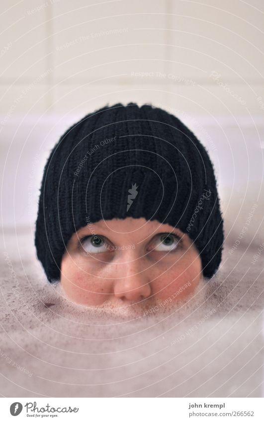 unsinkbar Mensch Jugendliche weiß schön Freude schwarz Gesicht Erwachsene kalt feminin lustig Schwimmen & Baden Junge Frau 18-30 Jahre Hilfsbereitschaft