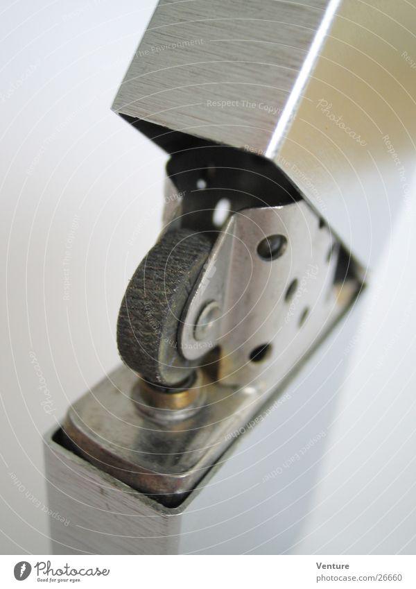 Zippo - The Original Feuerzeug Originalität Stil Design Erfindung Öffnung Klappe Dinge Metall Strukturen & Formen Brand Makroaufnahme