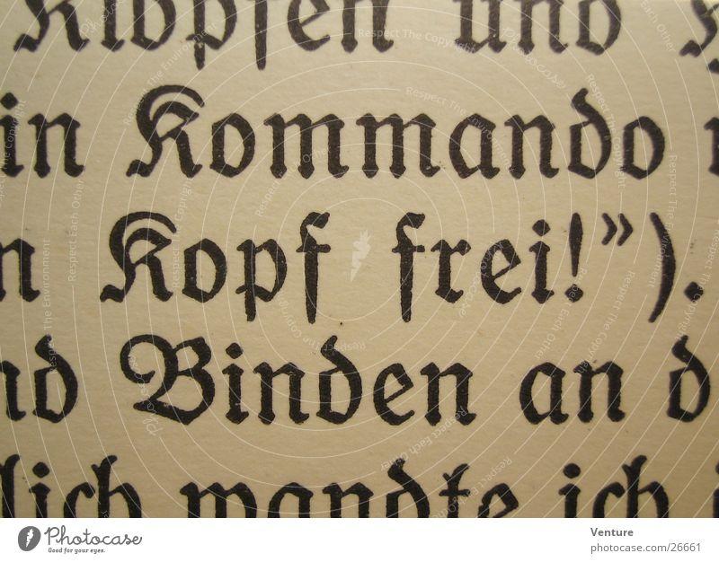 Kopf frei! (1) Buch Gotik Text Roman Wort vergilbt Ich Erzählung Buchstaben Makroaufnahme Nahaufnahme alt Perspektive Detailaufnahme gebraucht
