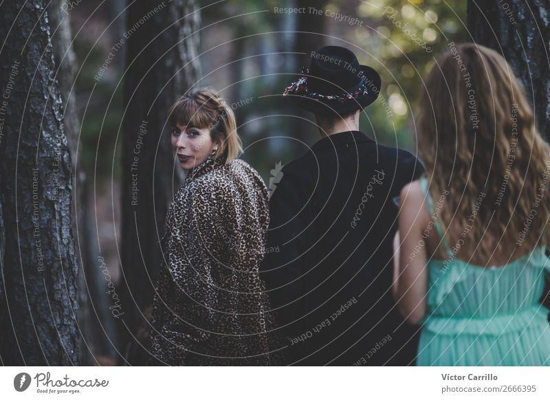 Eine Gruppe von Freunden im Wald Lifestyle elegant Stil Design exotisch Freude Glück Mensch maskulin feminin androgyn Junge Frau Jugendliche Junger Mann