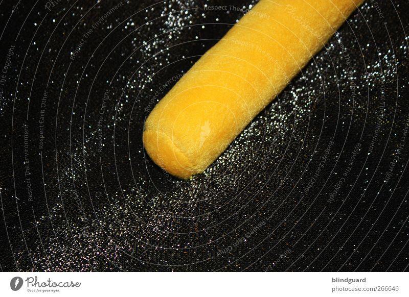 Tonight Long Stick Goes Boom weiß schwarz gelb gold glänzend elegant liegen Show Stoff Kitsch Zirkus Stab Krimskrams Plüsch