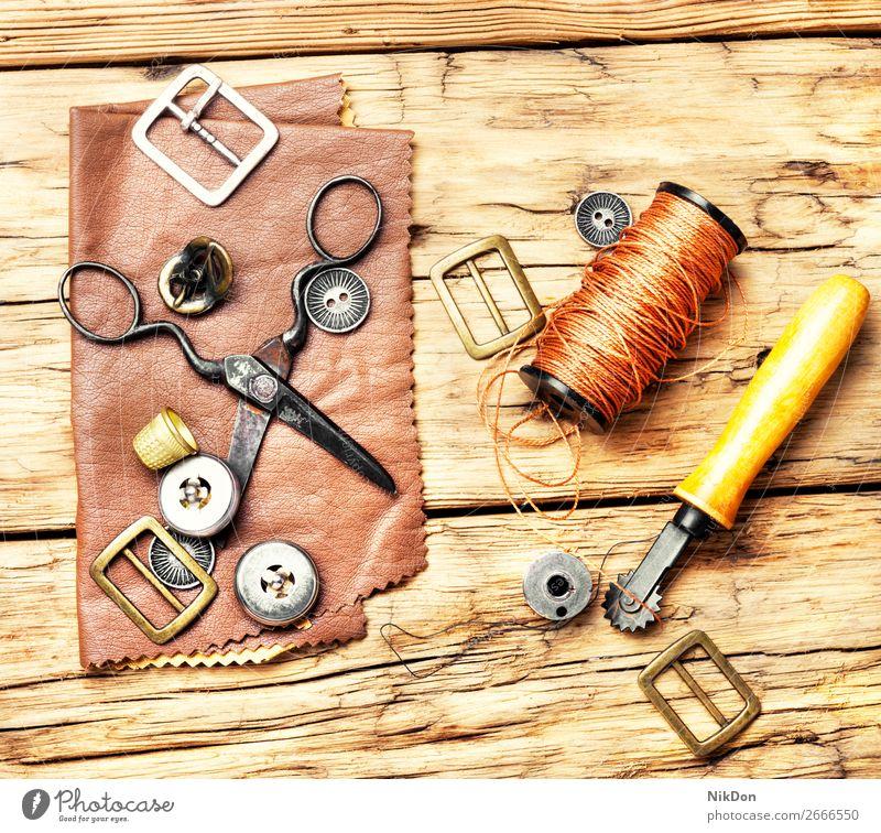 Werkzeuge für das Lederhandwerk Handwerk handgefertigt manuell Arbeit Werkstatt Basteln Schuster industriell Reparatur alt Hobby Herstellung Kunsthandwerker