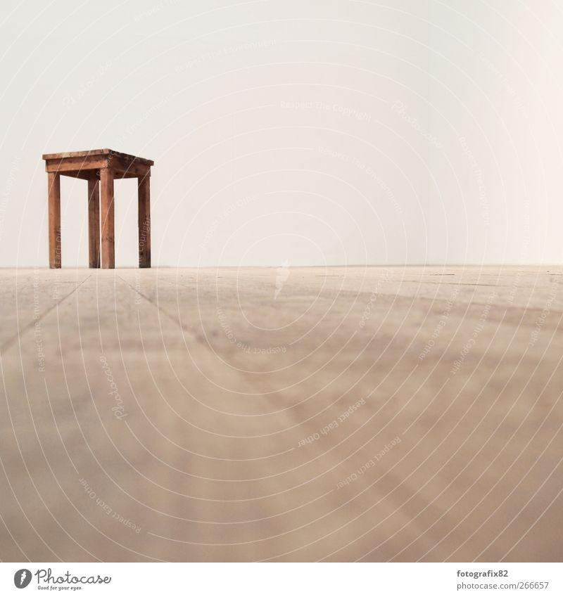 sitzgelegenheit Einsamkeit Erholung Horizont Innenarchitektur sitzen leer Bodenbelag Stuhl einzeln Parkett Ausstellung Kunstwerk Überwachung Freiraum