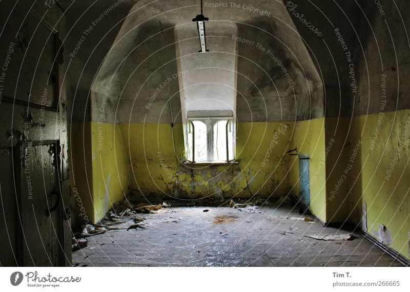 weg Fenster Wand Mauer Gebäude Vergänglichkeit Bauwerk Vergangenheit Verfall Ruine Sehenswürdigkeit Licht