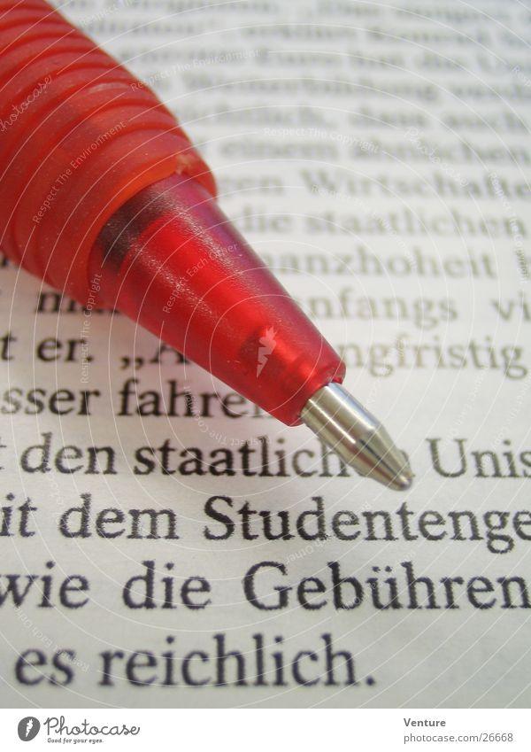 Rotstift lernen Studium lesen Information streichen Bildung schreiben Medien Zeitung Schreibstift Text sparen Printmedien Zeitschrift Kugelschreiber Schulden
