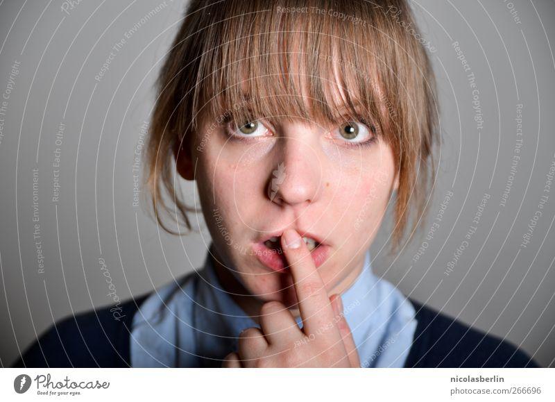 Montags Portrait 19 - Huch.. Mensch Jugendliche Erwachsene feminin sprechen Religion & Glaube Schule Junge Frau träumen blond warten 18-30 Jahre nachdenklich