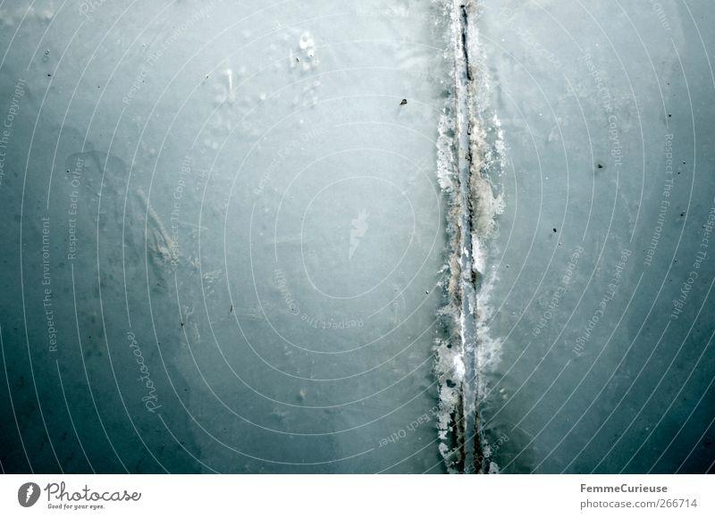 Scratch. Terrasse alt Bruch aufreißen Boden Wand blau Schwimmbad neutral Riss aufgebrochen Stein Kalk Fliesen u. Kacheln vertikal gerade Textfreiraum links