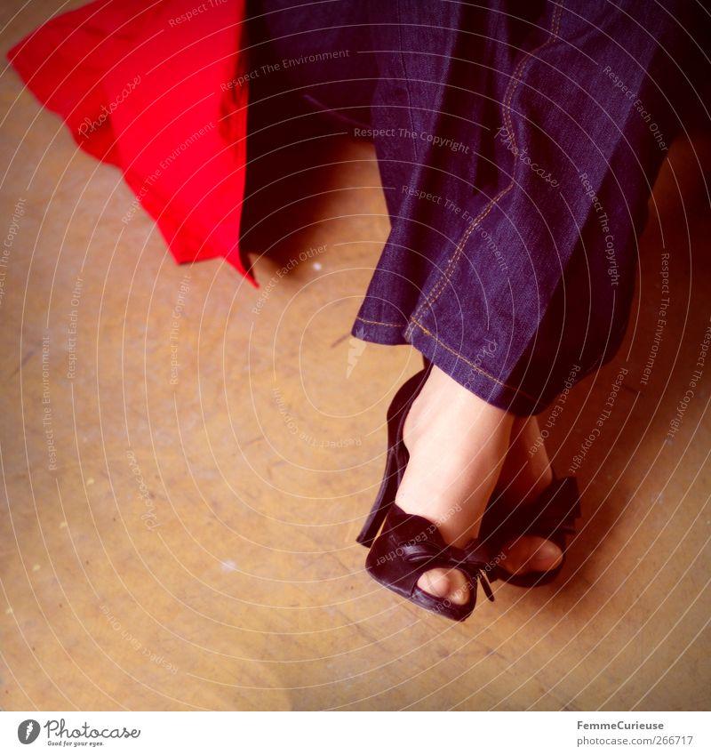 High heels - a perfect companion. Mensch Frau Jugendliche schön rot Freude schwarz Erwachsene feminin Erotik Junge Frau Fuß 18-30 Jahre Freizeit & Hobby hoch