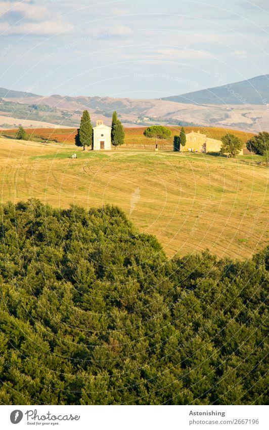 Kapelle in der Ferne II Himmel Natur alt Sommer Pflanze blau grün Landschaft Baum Haus Wolken Wald gelb Umwelt Wege & Pfade Gras
