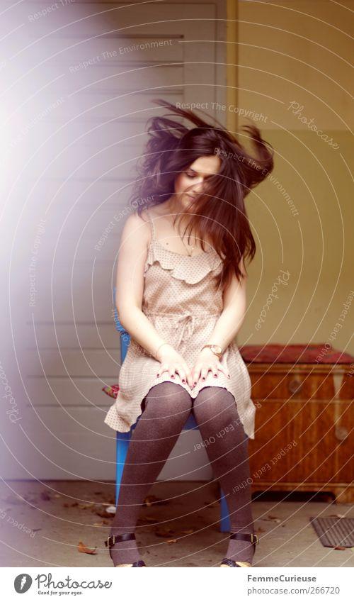 Flying hair. Mensch Frau Jugendliche schön Erwachsene feminin Frühling Bewegung Haare & Frisuren Kopf Garten elegant sitzen ästhetisch Junge Frau 18-30 Jahre