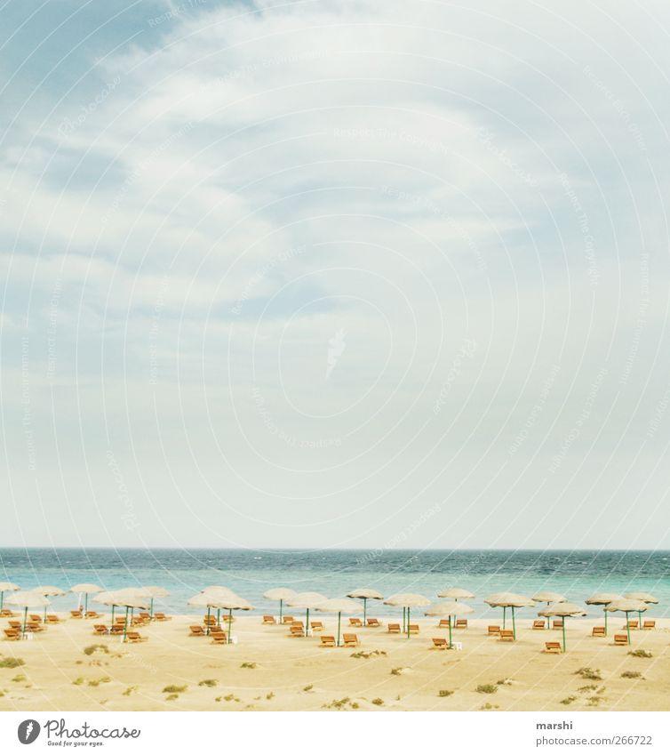 Fernweh Natur Landschaft Himmel Wolken Sonne Frühling Sommer Klima Meer blau gelb Ferien & Urlaub & Reisen Ferne Erholung Strand Sonnenschirm Liege Düne Ägypten