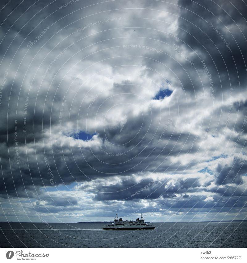 Auf halber Strecke Umwelt Natur Landschaft Wasser Himmel Wolken Gewitterwolken Horizont Klima Wetter Schönes Wetter Wind Wellen Küste Meer Fehmarnbelt Verkehr