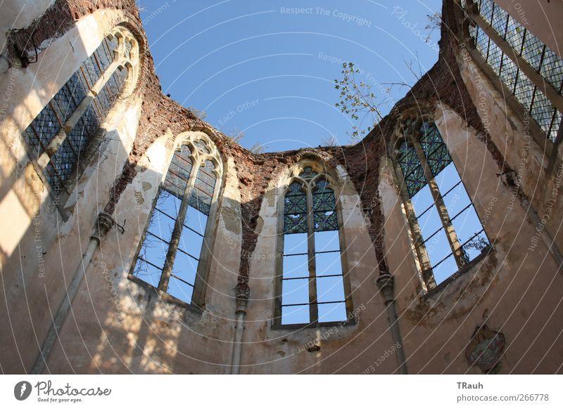 Open Air Church Himmel Sonne Sommer Einsamkeit ruhig Fenster Wand Gefühle Architektur Religion & Glaube Sand Stein Gebäude Mauer Metall Stimmung