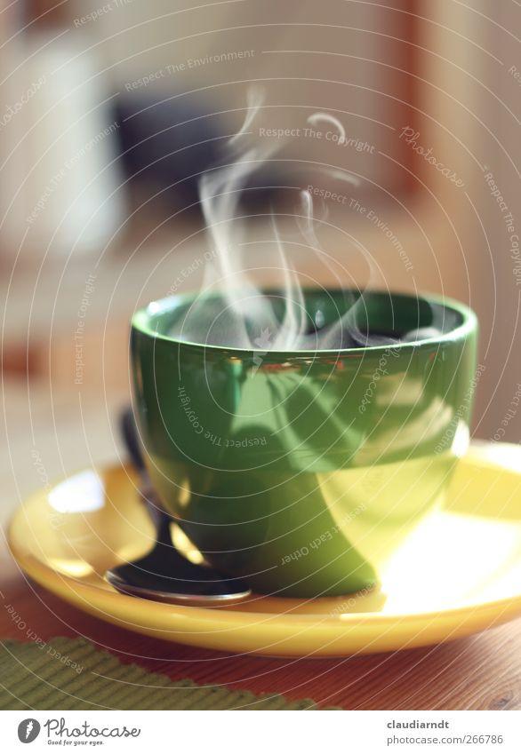 Mal richtig Dampf machen! Frühstück Kaffeetrinken Getränk Heißgetränk Geschirr Teller Tasse Löffel genießen frisch heiß gelb grün Wasserdampf Duft Pause