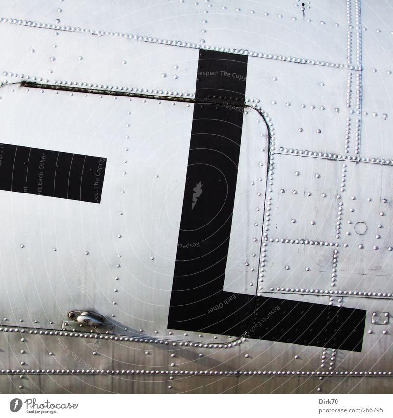 Gebt mir ein L ! Technik & Technologie Luftverkehr Verkehrsmittel Flugzeug Propellerflugzeug Fluggerät Blech Niete Klappe Metall Zeichen Schriftzeichen
