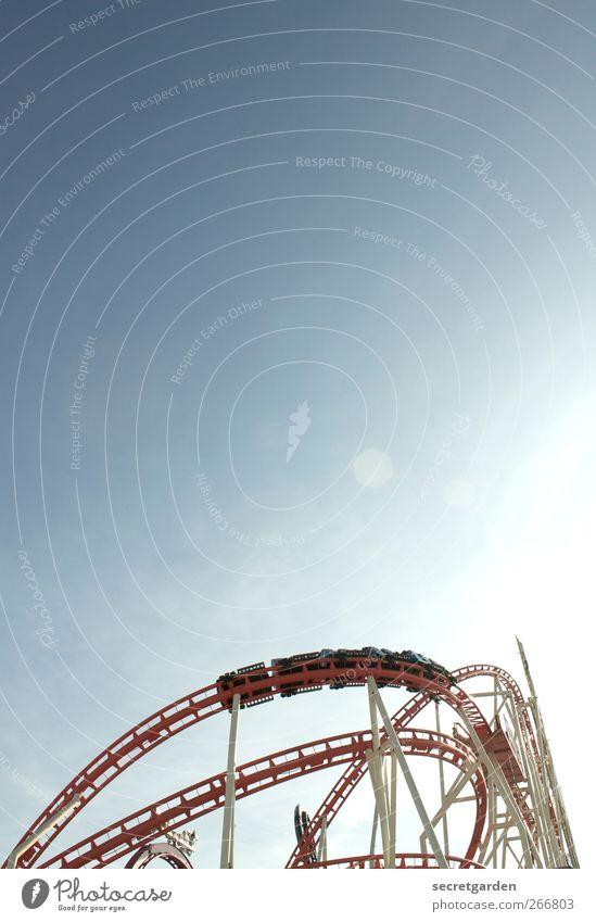 luft fahrt. Wolkenloser Himmel Sommer Schönes Wetter Hamburger Dom Verkehr Verkehrsmittel Verkehrswege Personenverkehr Achterbahn Stahl drehen blau rot Freude