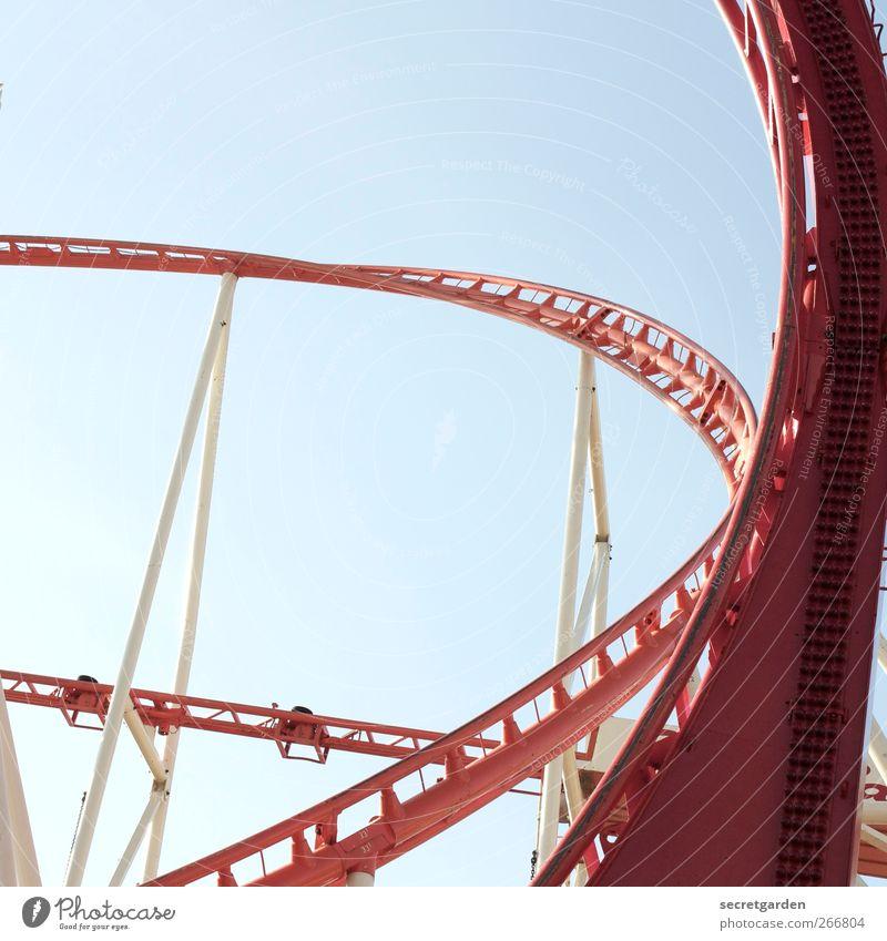 rund fahrt. blau rot weiß Beginn Wolkenloser Himmel Sommer Schönes Wetter Hamburger Dom Verkehr Verkehrswege Achterbahn Stahlkonstruktion Stahlverarbeitung