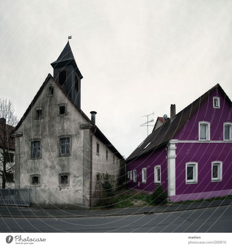 anecken Dorf Skyline Menschenleer Haus Turm Mauer Wand Fassade Garten Fenster Tür grau grün rosa Nachbbar Ecke Gedeckte Farben Außenaufnahme