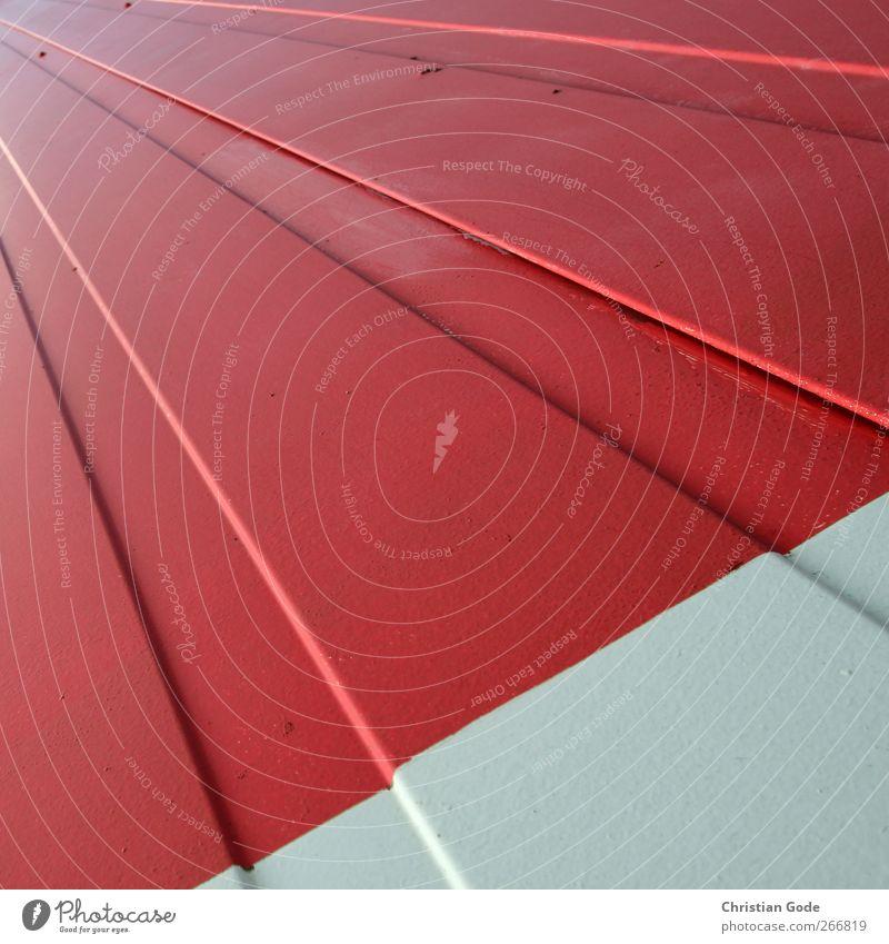 Linienflucht weiß rot Wand Architektur Mauer Gebäude Metall Fassade Perspektive Bauwerk diagonal Fuge Industrieanlage Dreieck Wellblech Fluchtpunkt