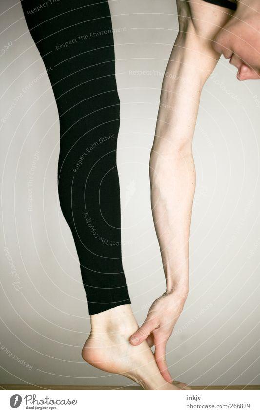 Frühsport mit photocase sportlich Fitness Sport Sport-Training Sportler Yoga Turnen Dehnübung Frau Erwachsene Leben Arme Beine 1 Mensch Leggings berühren machen