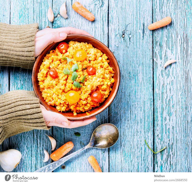 Beliebtes asiatisches Linsenfutter Vegetarier Lebensmittel Gesundheit Schalen & Schüsseln Gemüse Diät Veganer grün Ernährung Hand Hülsenfrüchtler rustikal Korn