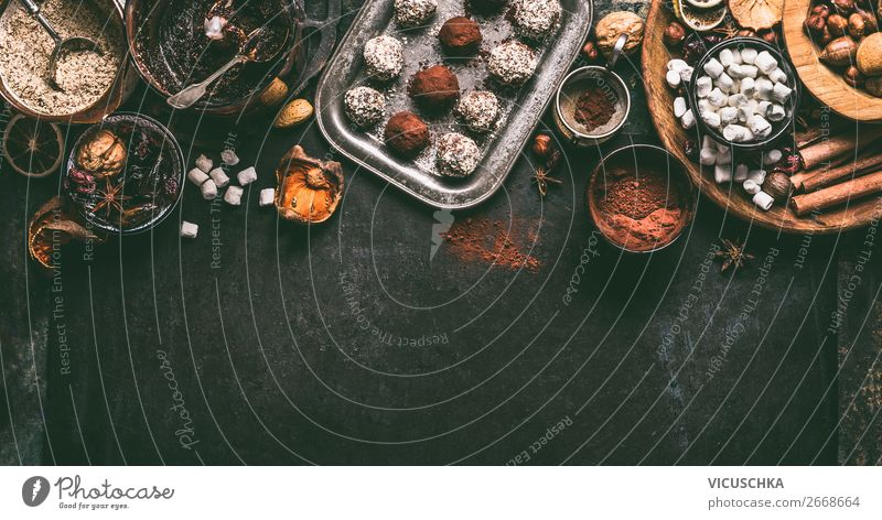 Selbstgemachte vegan Trüffel-Pralinen Lebensmittel Frucht Dessert Süßwaren Schokolade Kräuter & Gewürze Ernährung Festessen Bioprodukte Vegetarische Ernährung