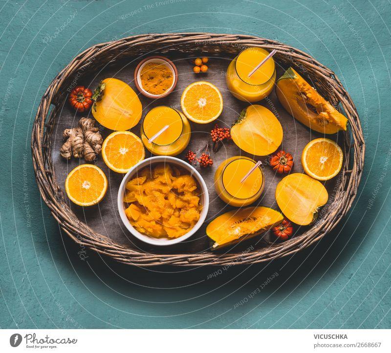 Gesunder Kürbis Smoothie auf Tablett mit Zutaten Lebensmittel Gemüse Frucht Kräuter & Gewürze Ernährung Bioprodukte Vegetarische Ernährung Diät Getränk Saft