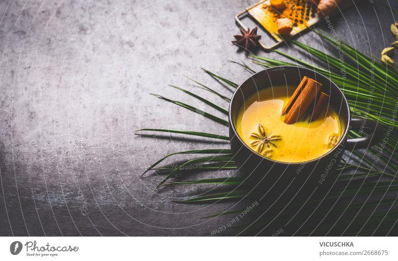 Goldener Kurkuma-Milch mit Gewürzen und Honig Gesunde Ernährung Winter Gesundheit Lebensmittel Hintergrundbild gelb Stil Design Kräuter & Gewürze Getränk