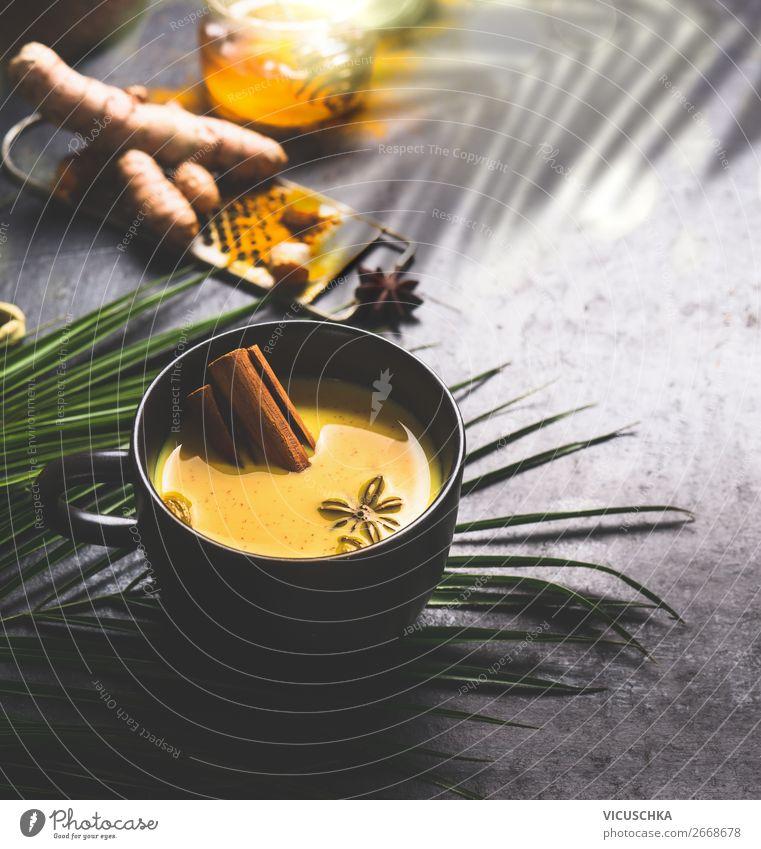 Tasse mit goldene Kurkuma Milch mit Gewürzen Lebensmittel Kräuter & Gewürze Ernährung Bioprodukte Diät Getränk Heißgetränk Tee Stil Design Gesundheit