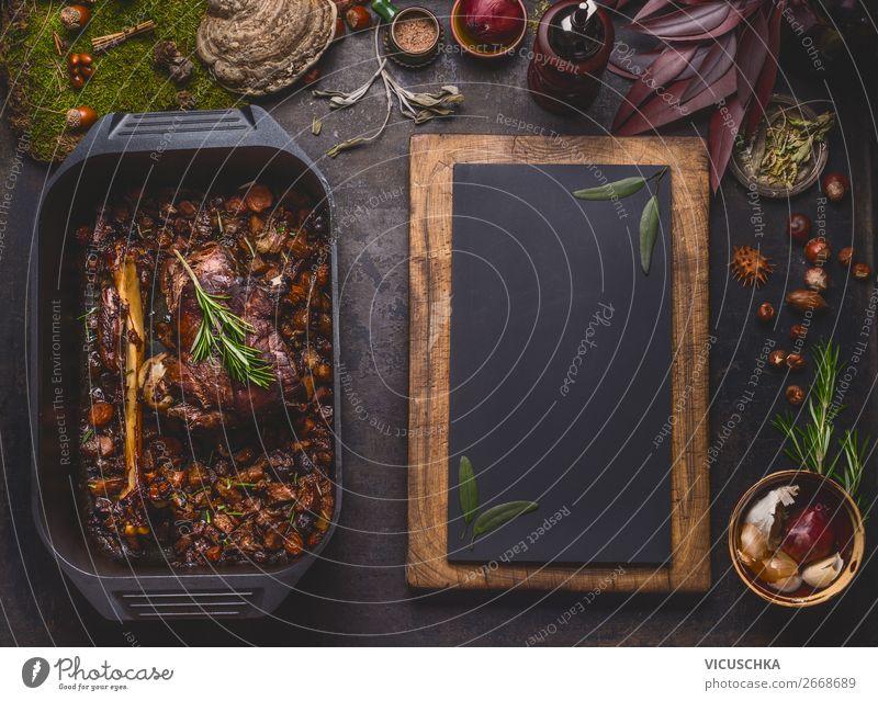 Langsam gegarter Hirsch Braten in Gusseisenpfanne Weihnachten & Advent Foodfotografie Winter Essen Hintergrundbild Feste & Feiern Stil Häusliches Leben Design