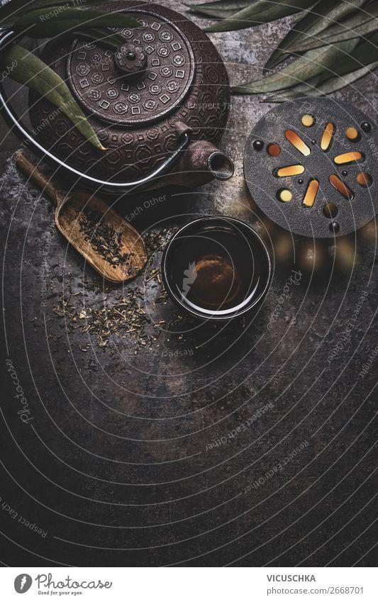 Tee Set auf dunklem Hintergrund mit Teekanne Lebensmittel Asiatische Küche Getränk Geschirr Tasse Stil Design Gesundheit Gesunde Ernährung Tisch Hintergrundbild