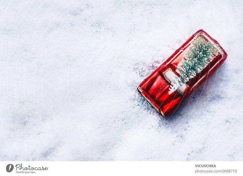 Rotes auto mit Weihnachtsbaum im Schnee Weihnachten & Advent Winter Feste & Feiern Stil Design Dekoration & Verzierung PKW retro Feld kaufen Tradition Fahne