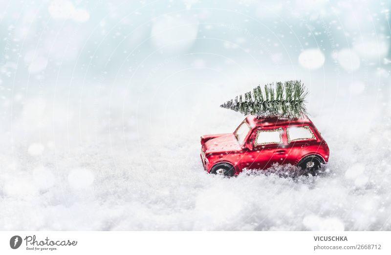 Rotes Auto fährt Weihnachtsbaum in Schnee Weihnachten & Advent Freude Winter Gefühle Feste & Feiern Stil Stimmung Design Schneefall Dekoration & Verzierung hell