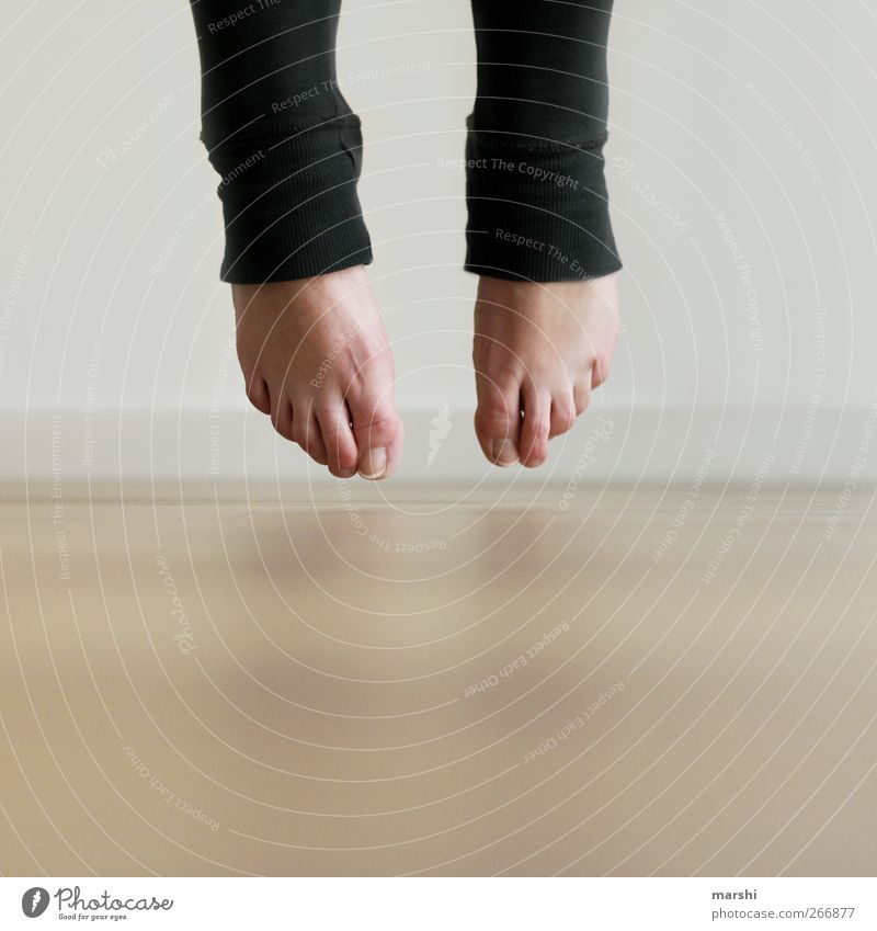 beam me up Mensch Frau Erwachsene Bewegung springen Beine Fuß Tanzen Momentaufnahme leicht Abheben Spannung Leichtigkeit Balletttänzer Barfuß Schwerelosigkeit